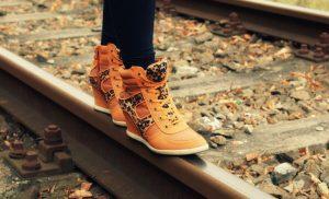 Botki damskie – idealne obuwie na jesień