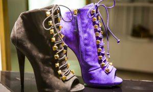 Kobiety kochają botki sznurowane