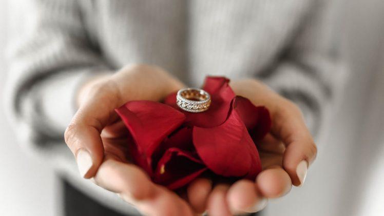 Oferta zakładów jubilerskich – pierścionki zaręczynowe
