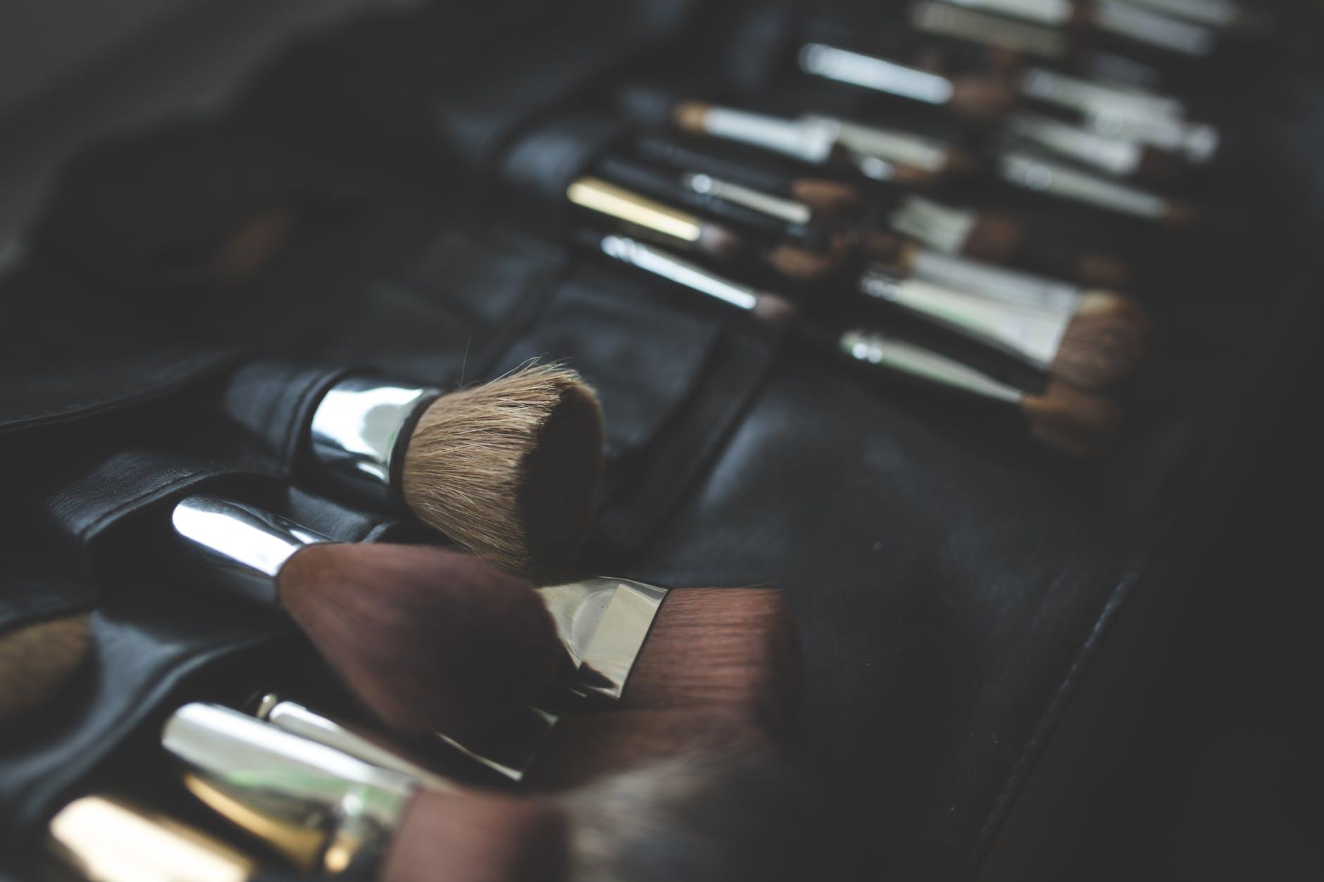 Pędzle do makijażu różnych części twarzy