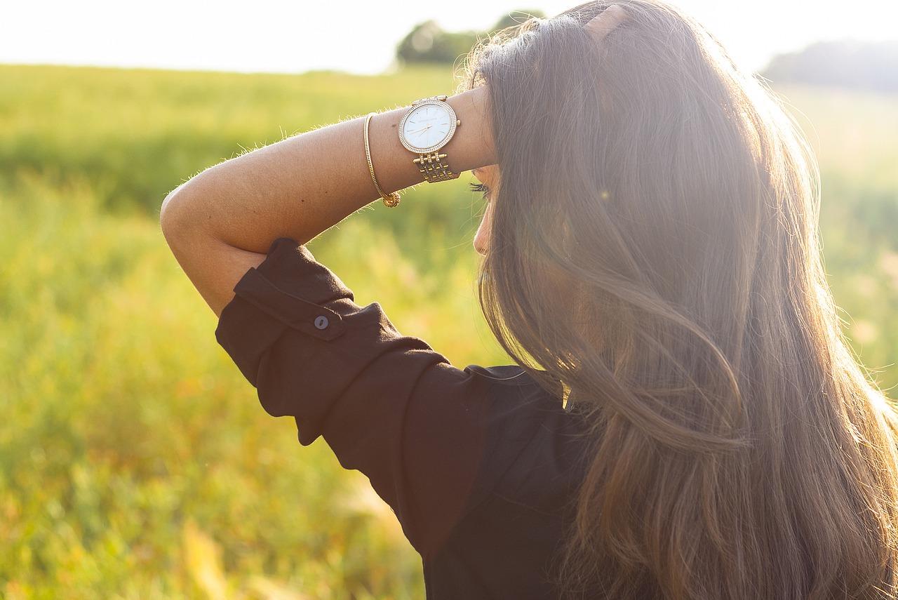 Zegarek damski – z bransoletką czy paskiem?