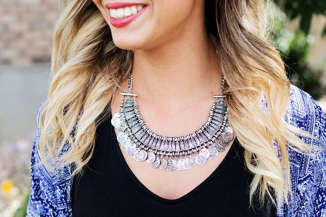 Biżuteria srebrna – jak o nią dbać?