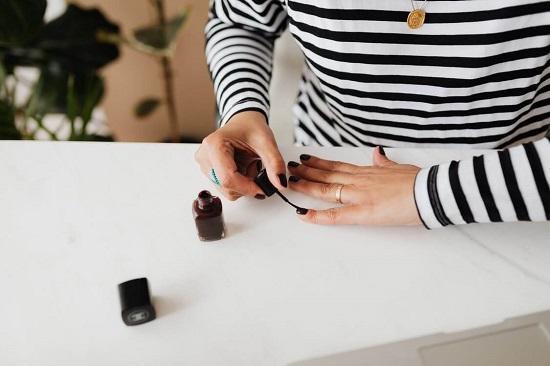 Zalety modnego manicure hybrydowego