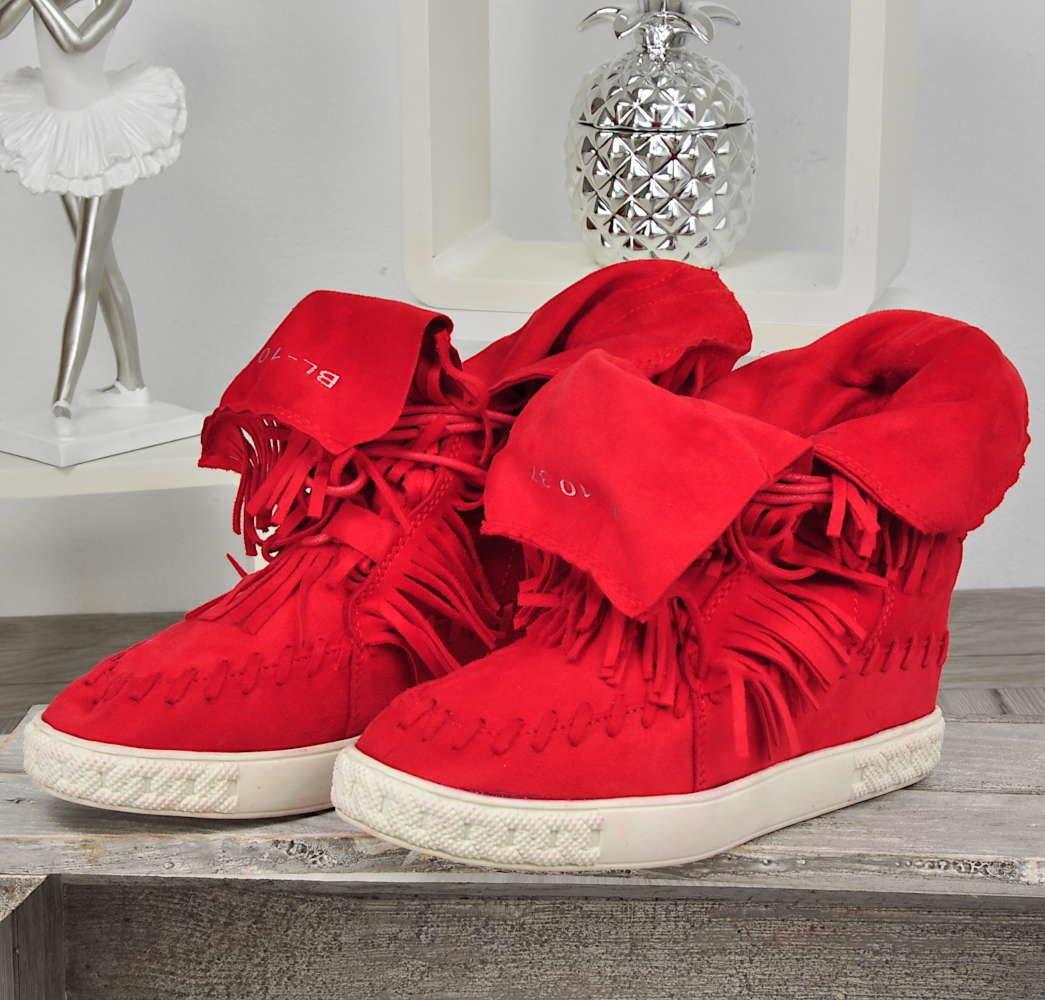 Buty na koturnie – zobacz, w czym możesz wybierać