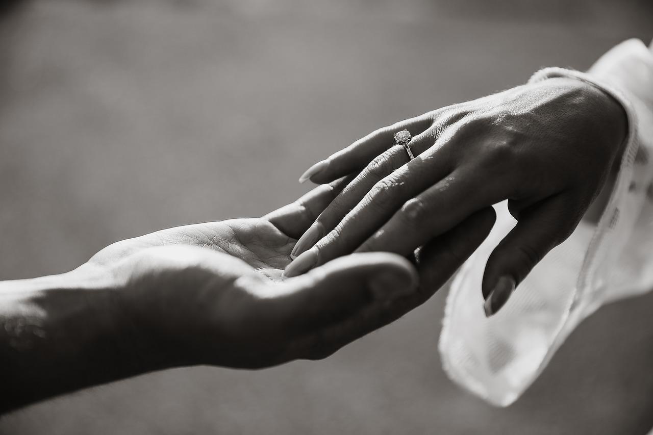 Jak biżuteria ślubna jest modna w tym sezonie?